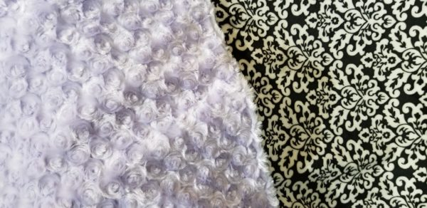 Close up Minky Bk & Wt Damask/Lavender Rose 50' x 60""